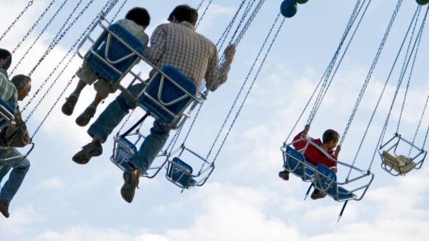 Люди вылетели с «летающих кресел» в парке аттракционов Китая — жуткое видео
