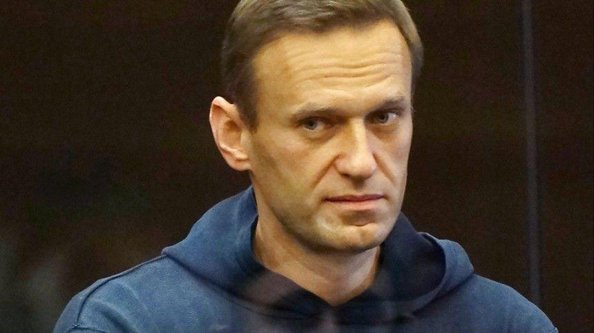 Автозак прибыл в суд, где рассмотрят дело Навального о клевете на ветерана ВОВ