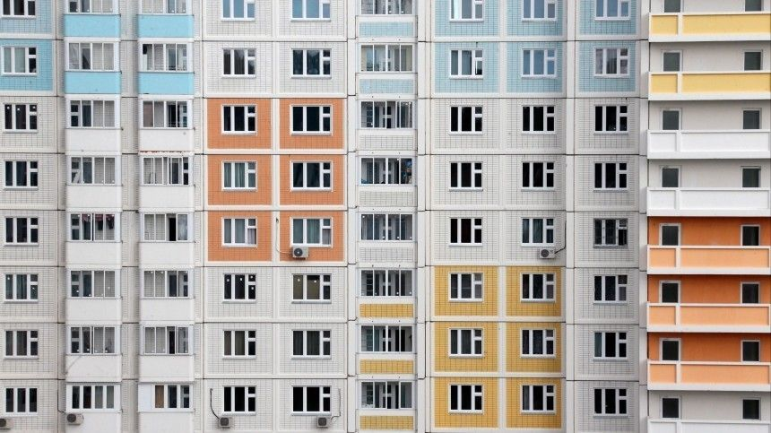 Выпавший из окна квартиры кинопартнерши Сергея Безрукова скончался в Москве