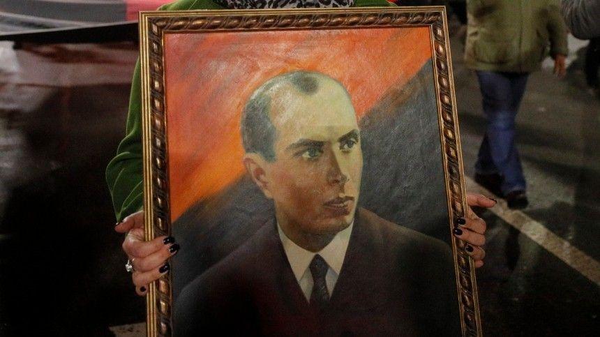 Львовские депутаты попросили Зеленского вернуть Бандере звание «Героя Украины»