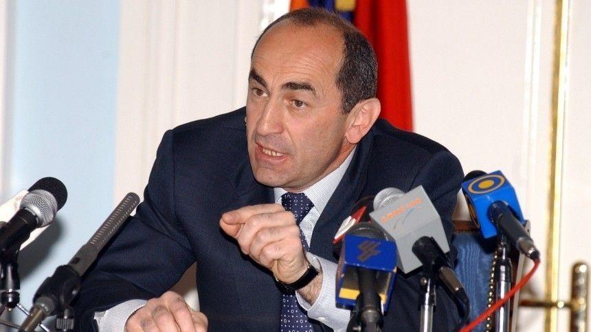 Экс-президент призвал армян поддержать потребовавших отставки Пашиняна военных