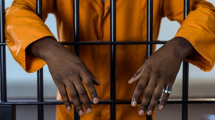 Известный гангстер сбежал из тюрьмы на Гаити, убив ее начальника и охрану