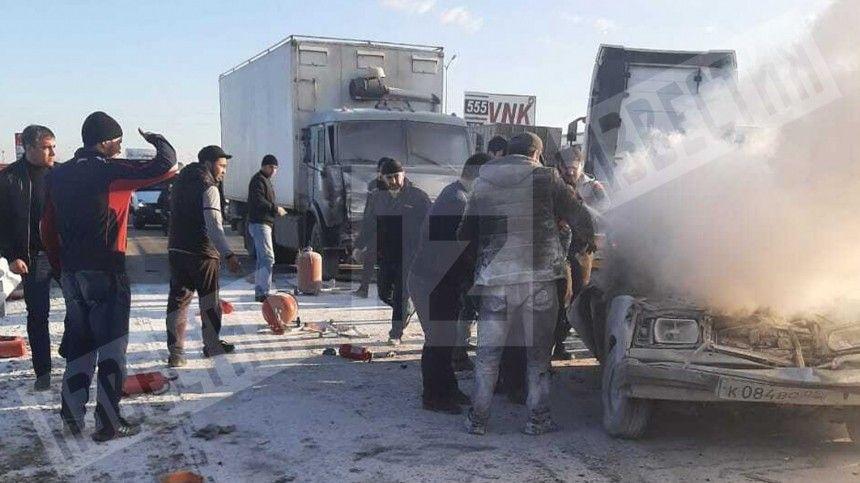 Без шансов: КАМАЗ жестко смял «Жигули» на трассе в Дагестане — шок-видео (18+)