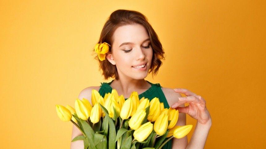 Что грозит девушкам, которые сами покупают цветы на 8 марта? — объясняет психолог