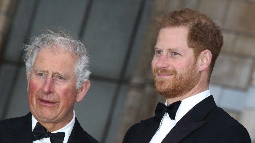 Принц Чарльз перестал общаться со своим сыном Гарри из-за Меган Маркл