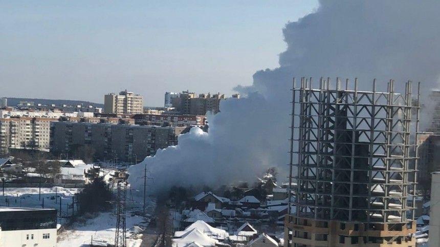 Гейзер с горячей водой из-за коммунальной аварии забил в Перми