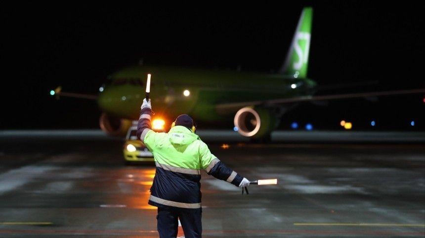 У летевшего из Москвы в Новосибирск самолета отказал двигатель