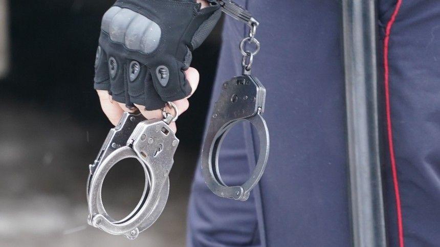 Видео: в Новосибирске задержали людей, продававших поддельные медсправки