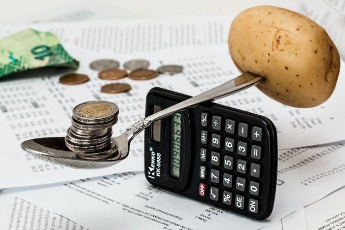 «Чем искать «подозрительно бедных» среди бедных, поищите подозрительно богатых среди чиновников» — эксперты