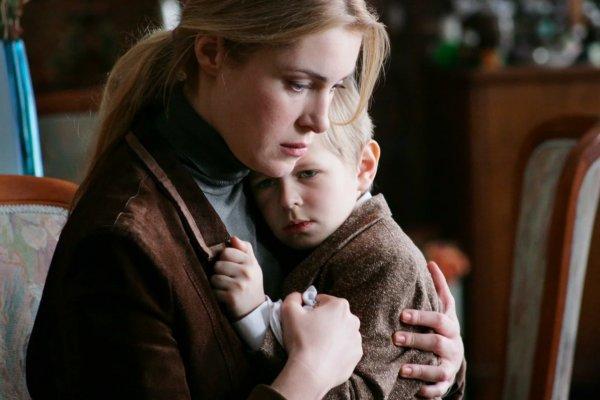 «Похороните меня за плинтусом» - фильм про бабулю-тирана, которая искалечила жизнь внуку