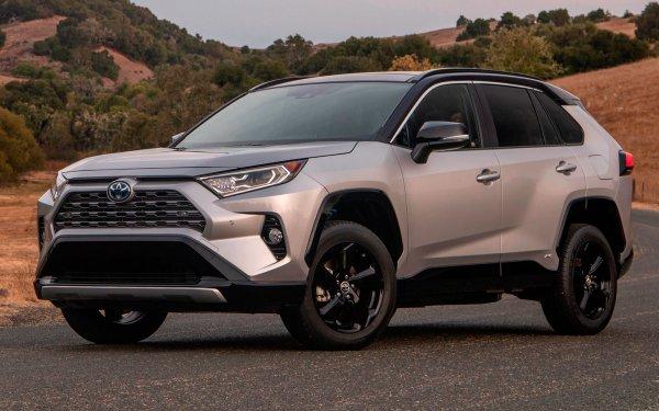 Эффектный, но «заносчивый»: Как проявил себя Toyota RAV4 пятого поколения на ранних пробегах