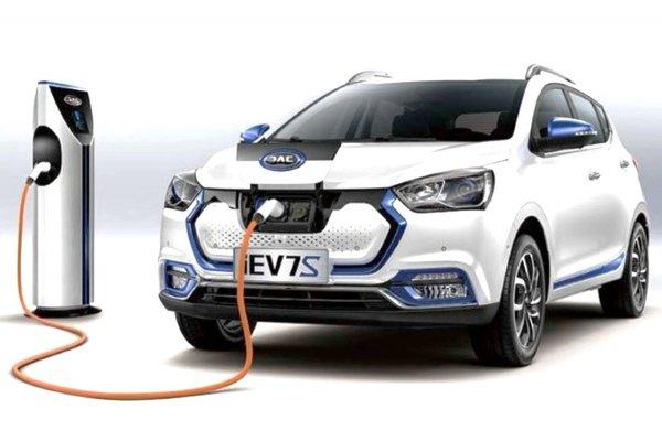 Автолюбители не видят перспективы для ввоза электрохетчбэка JAC iEV7S в Россию