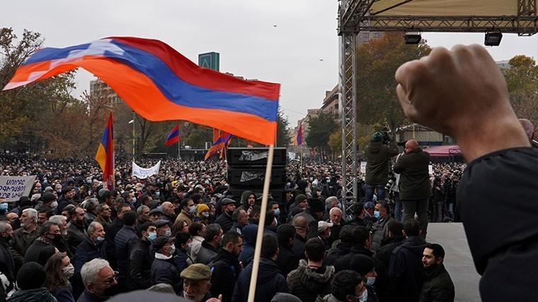 Отставка или бунт: оппозиция Армении поставила жесткий ультиматум Пашиняну