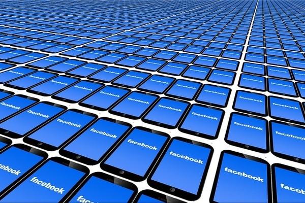 В США от Facebook требуют продать Instagram и WhatsApp