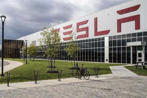 Обвиняемый в попытке кибератаки на Tesla признал вину