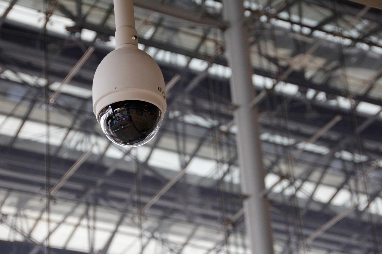 Камеры в Москве смогут распознавать людей по силуэту