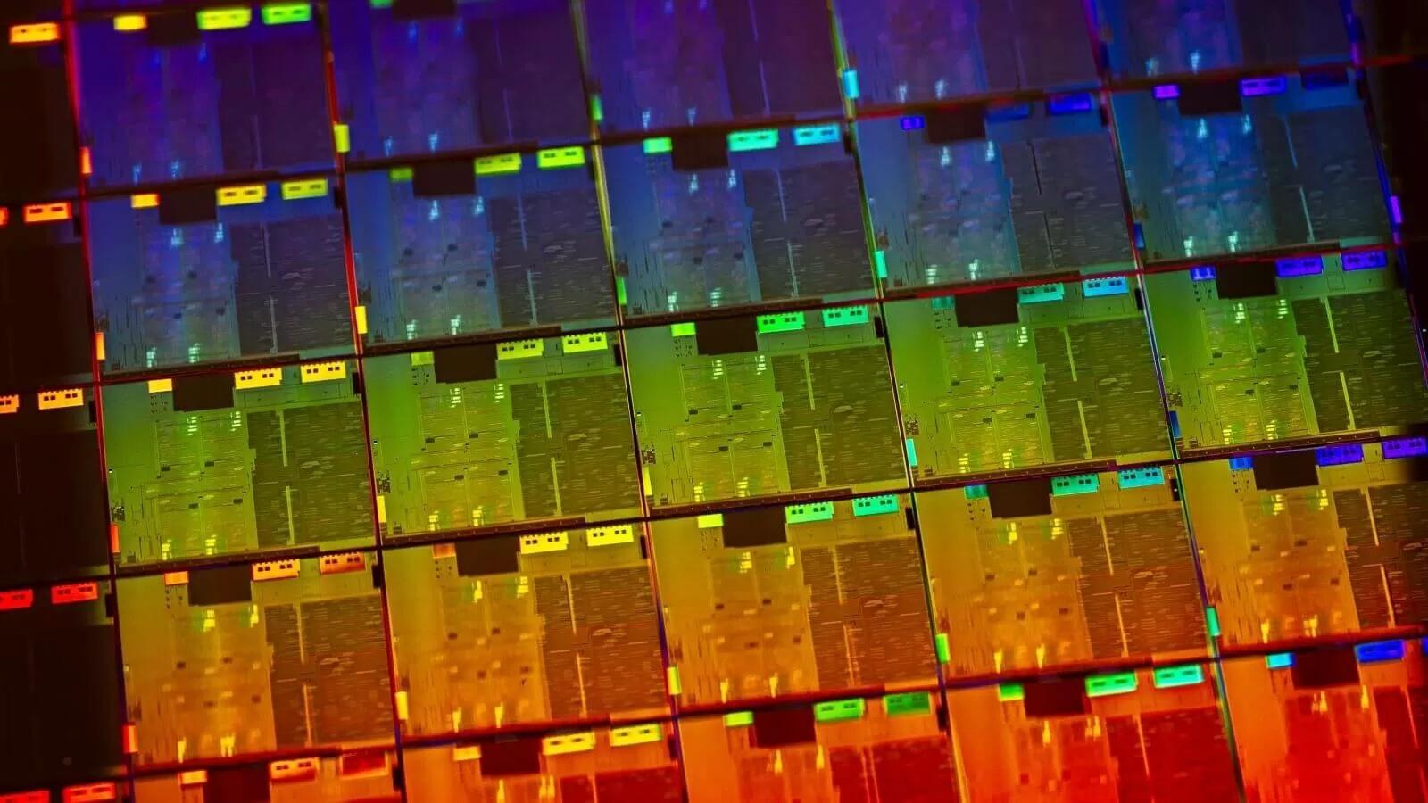Опубликованы фотографии гигантского 56-ядерного процессора Intel