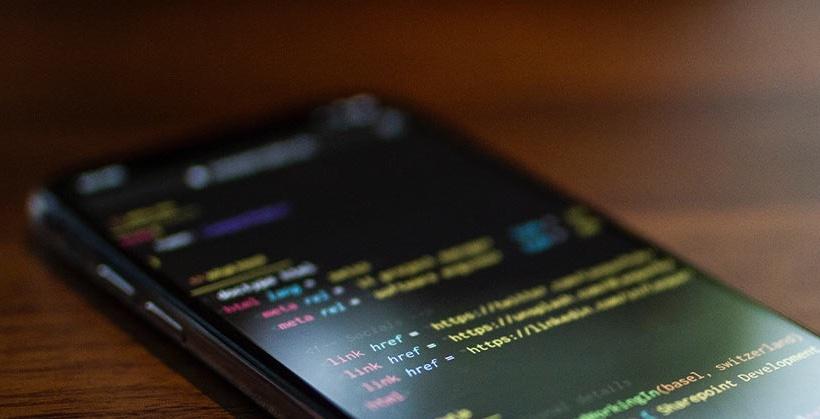 Apple начала рассылать желающим взломанные iPhone