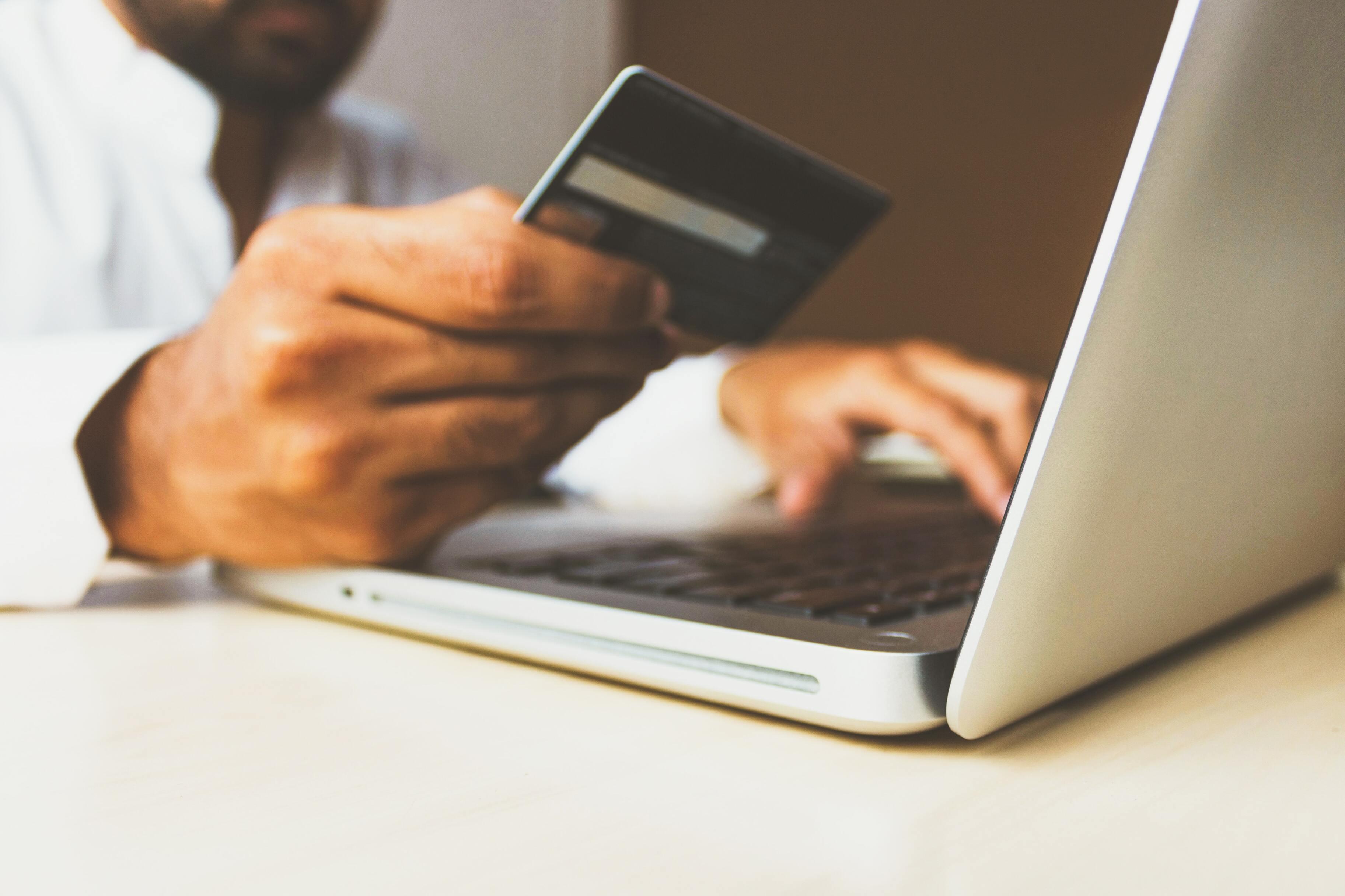 Пожилые россияне делают самые дорогие покупки в интернете