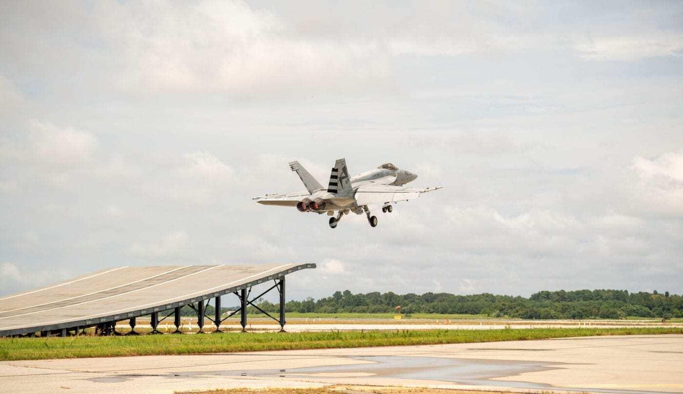 Американский истребитель впервые взлетел с использованием трамплина