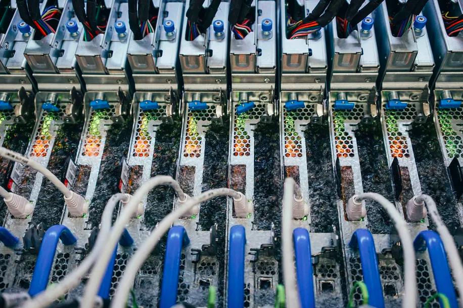 Microsoft погрузила свои серверы в жидкость для повышения производительности