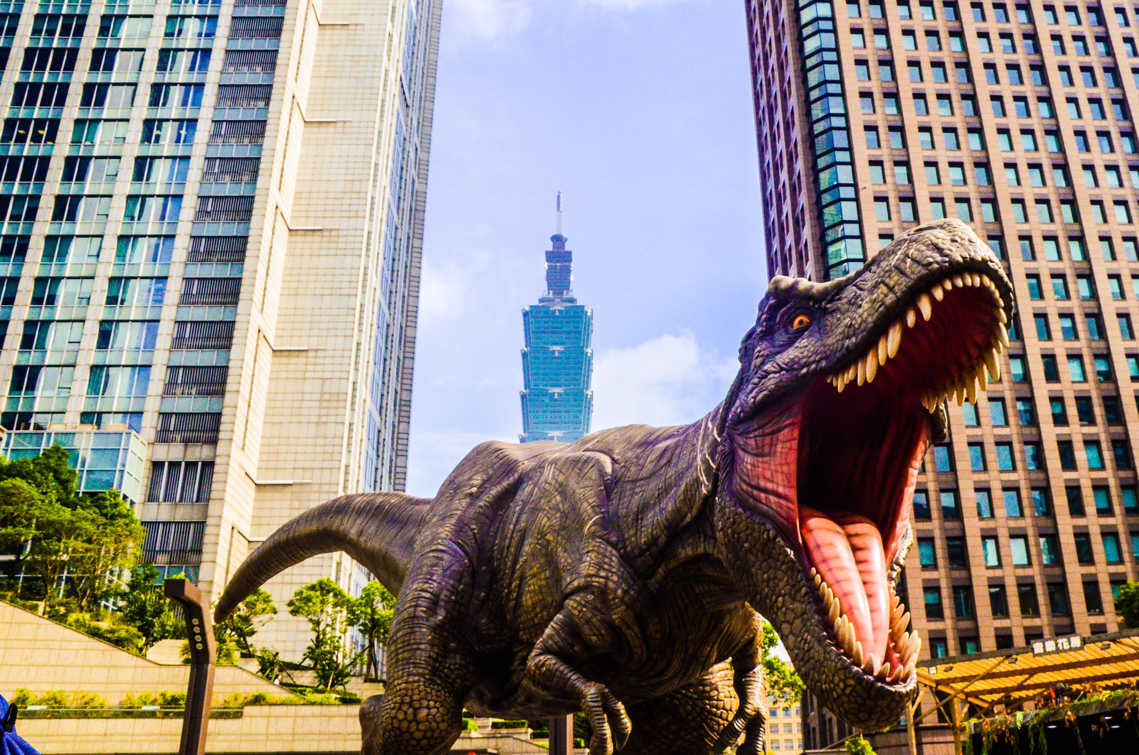 Компания Илона Маска заявила о готовности воскресить динозавров
