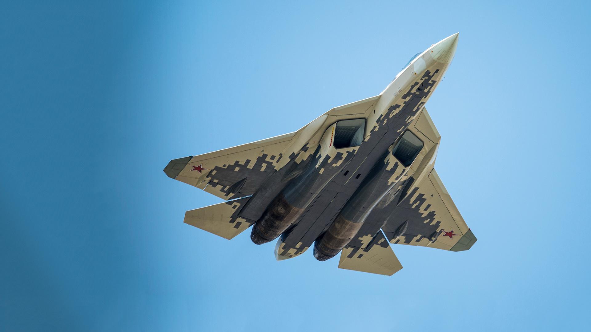 Названы различия в стелс-технологиях истребителей Су-57 и F-22