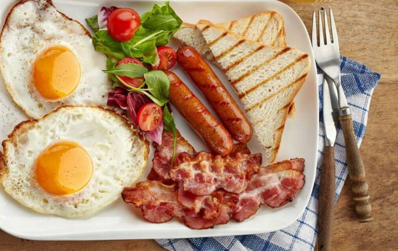 Врачи объяснили влияние плотного завтрака на низкий вес