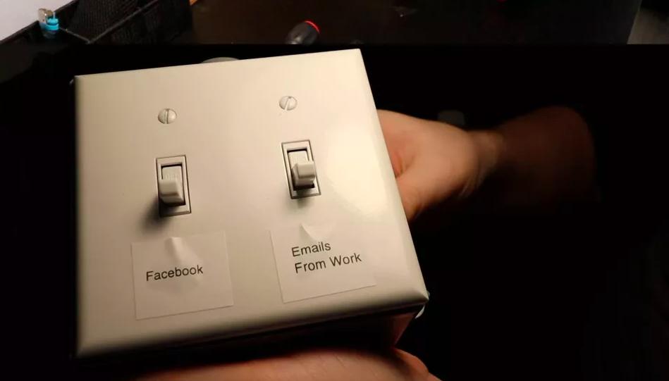 В России создали блокировку соцсетей, работающую от настенного выключателя