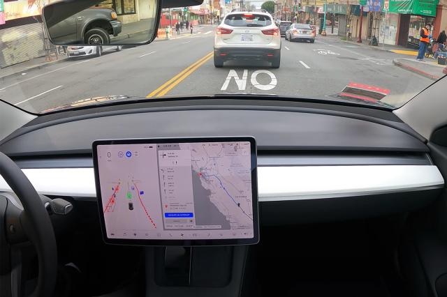 Поездка на Tesla в режиме автопилота длиной в 600 км попала на видео