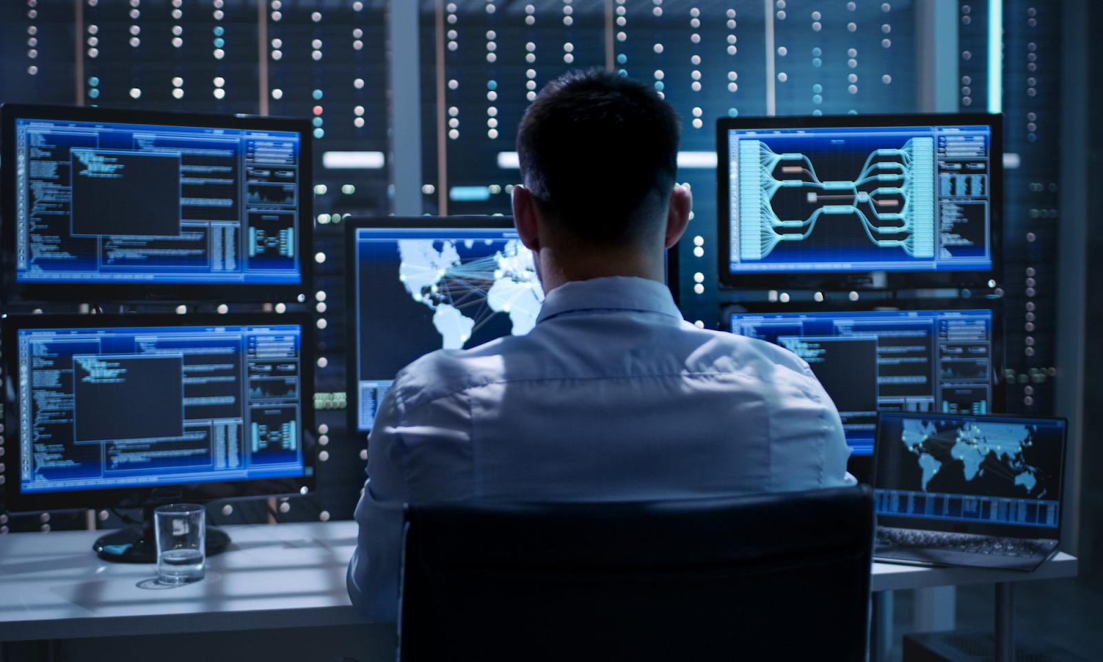 США официально обвинили Россию в хакерской атаке на правительство и военных