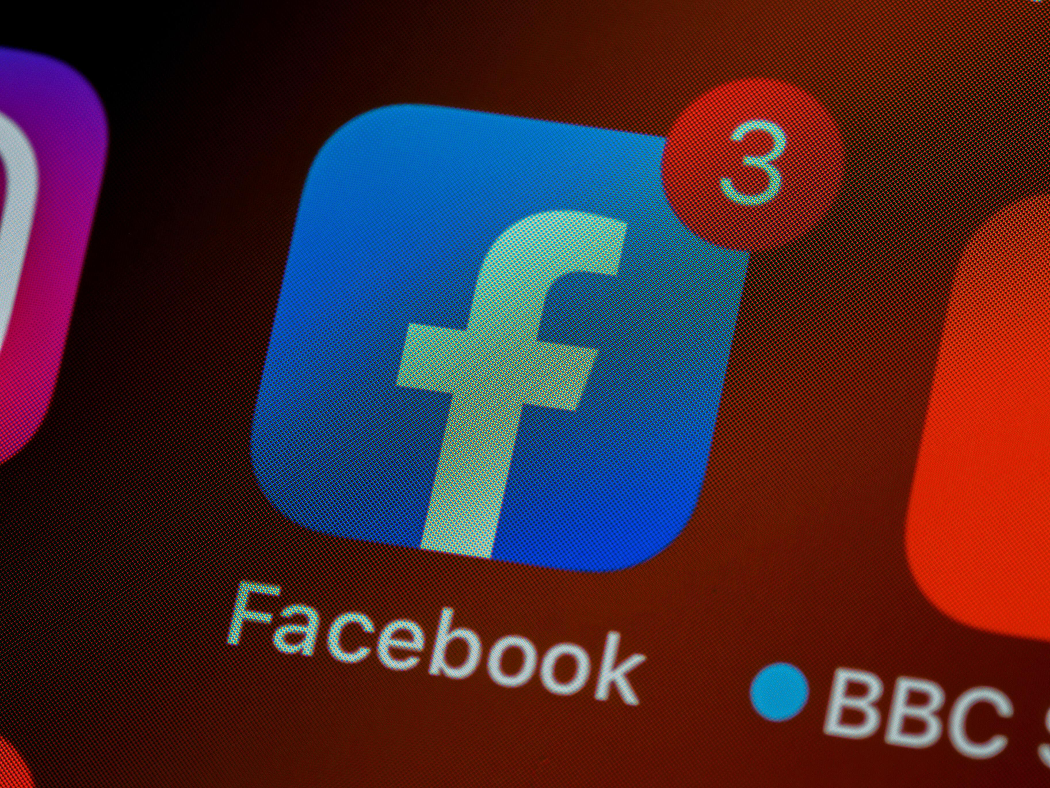 Американец не получил согласие босса на дружбу в Facebook и с угрозами вломился в его дом