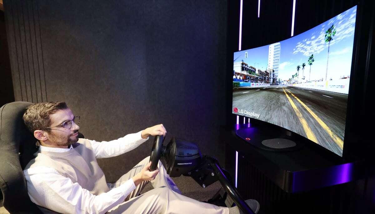 LG разработала гибкий экран, способный выводить звуки