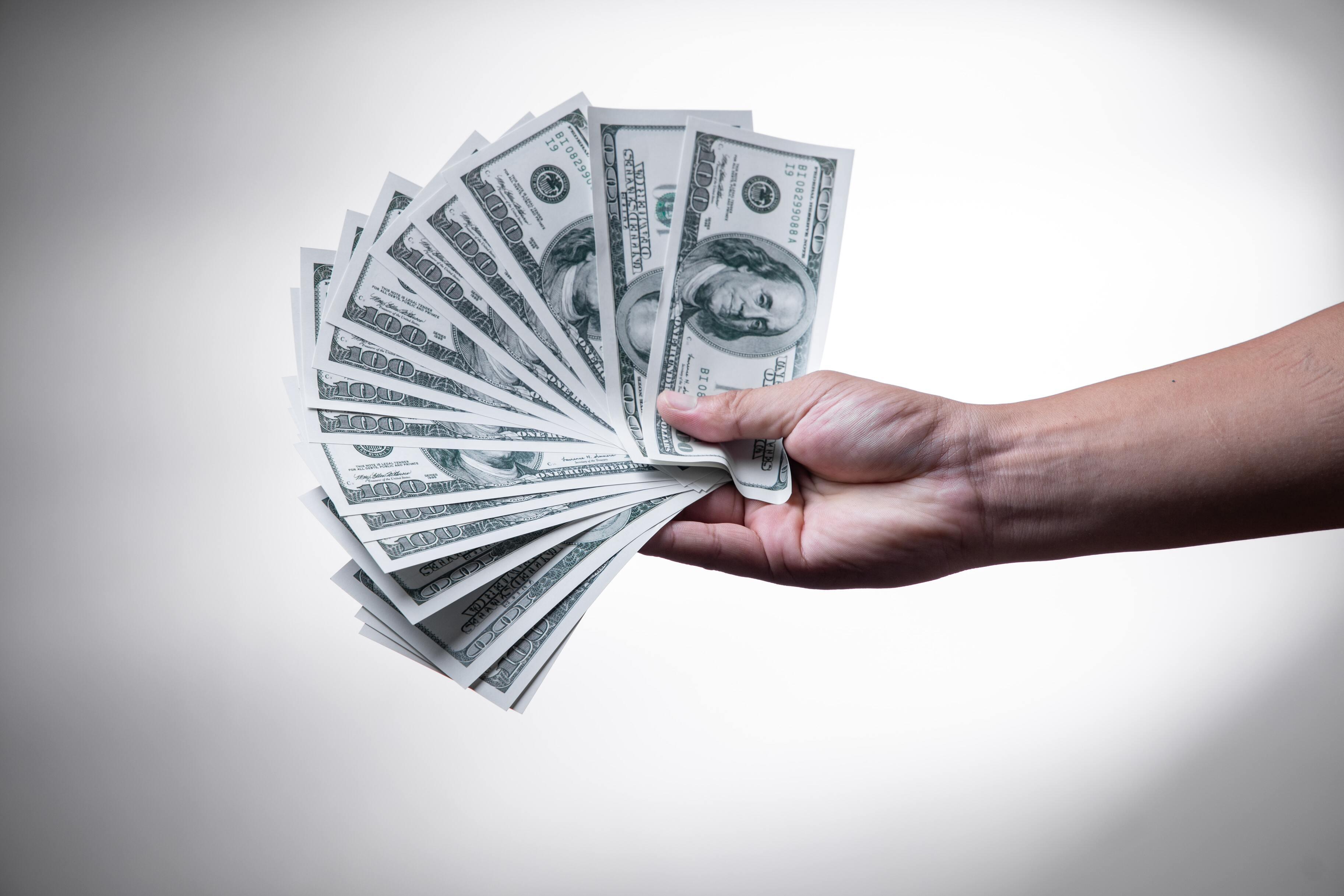 Учёный доказал, что счастье всё-таки в деньгах