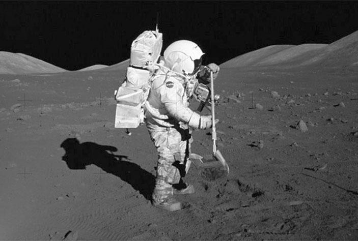 Учёные рассказали, почему лунная пыль может вызвать рак у человека