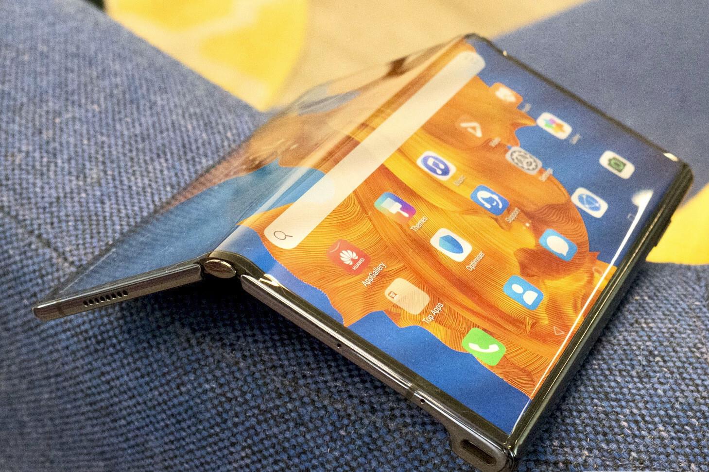 Характеристики нового складного флагмана Huawei Mate X2 утекли в сеть до анонса