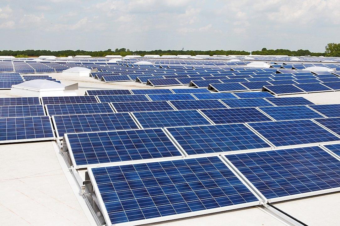 Глава НАТО предложил ставить солнечные батареи на танки