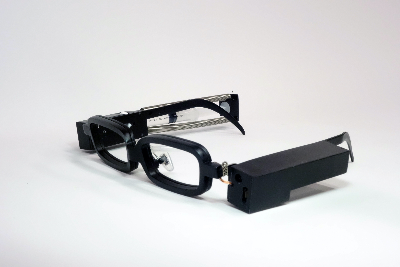 Японцы создали очки для имитации плача