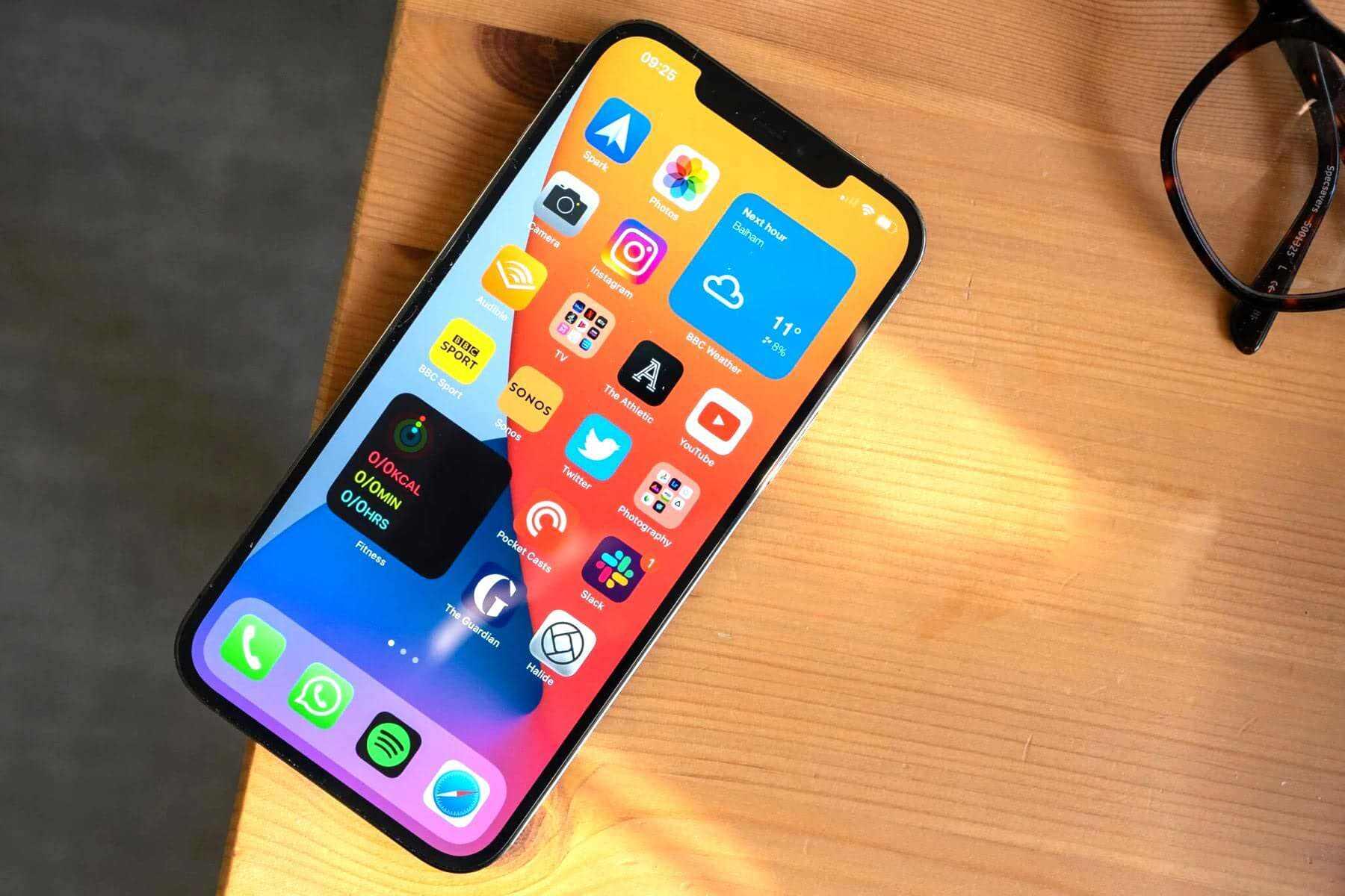 Новая модель iPhone окажется рекордно дорогой