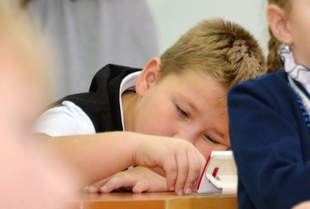 В России запретили использовать смартфоны для обучения детей