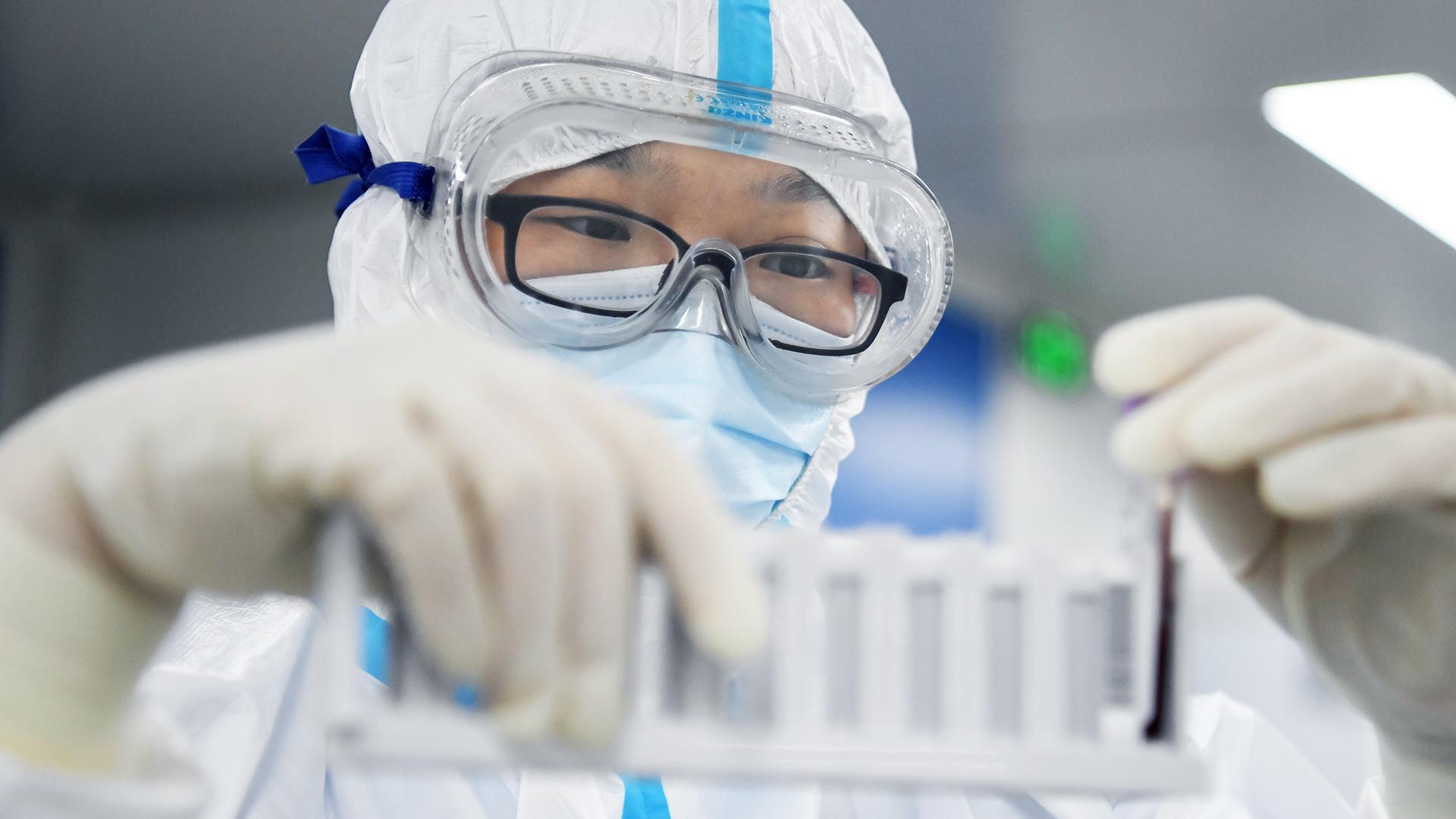 Ученый выразил почти 100% уверенность в том, что COVID-19 появился в лаборатории