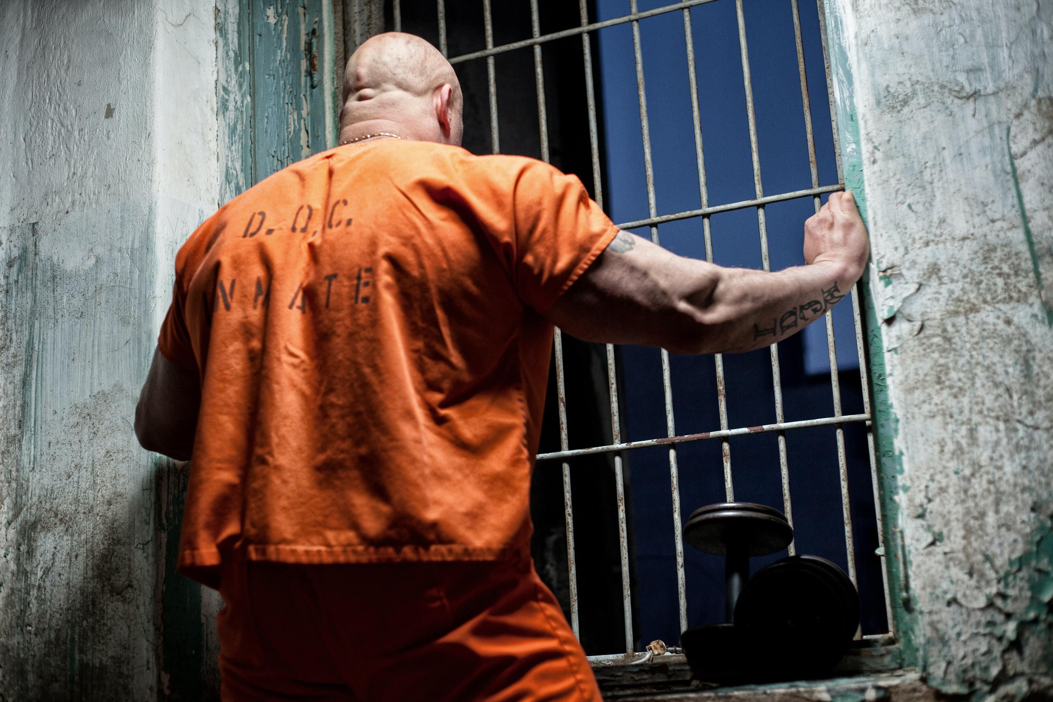 Американские заключённые не могут выйти из тюрем из-за старого ПО