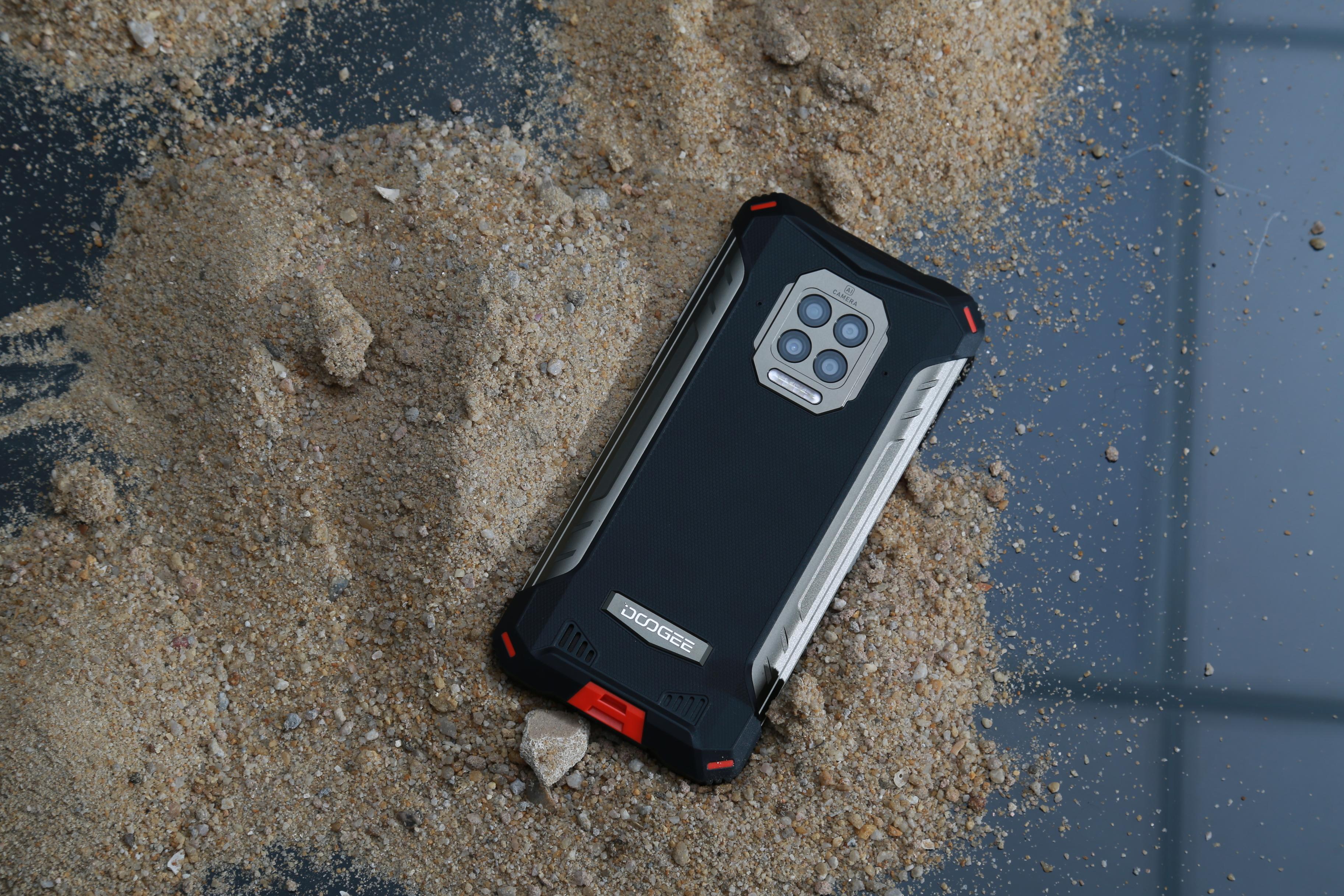 В Россию привезли защищённый смартфон с батареей на 8500 мАч