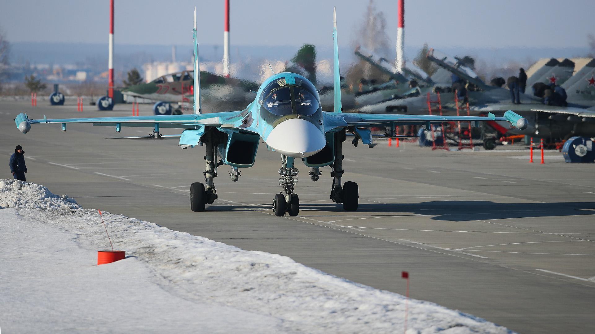 Россия начала внедрять в армию новейший бомбардировщик Су-34 НВО