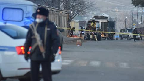 Чекистов подорвали дважды // Смертник атаковал осматривавших место теракта в КЧР