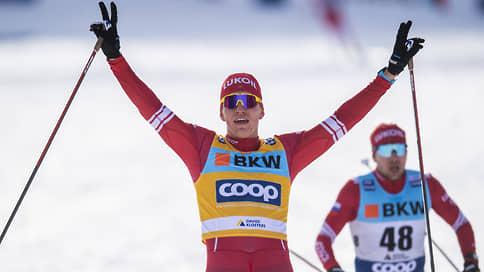 Александр Большунов уходит в отрыв // Он выиграл гонку с раздельным стартом на этапе Кубка мира и упрочил лидерство в общем зачете