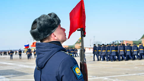 На подготовку летчиков растратили миллионы // Бригаду расхитителей возглавлял главбух военного училища