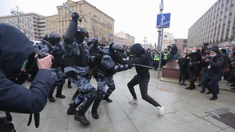 Драку с полицейскими в Москве завершили в Псковской области // Участник потасовки, произошедшей на митинге 23 января, признал вину