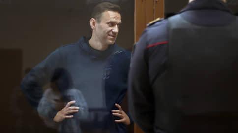 «Родственники торгуют им как куклой» // Онлайн-трансляция: рассмотрение дела Алексея Навального о клевете на ветерана