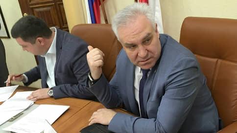 Депутатов накажут за митинги // Саратовские единороссы готовы срезать зарплаты себе, чтобы наказать коммунистов
